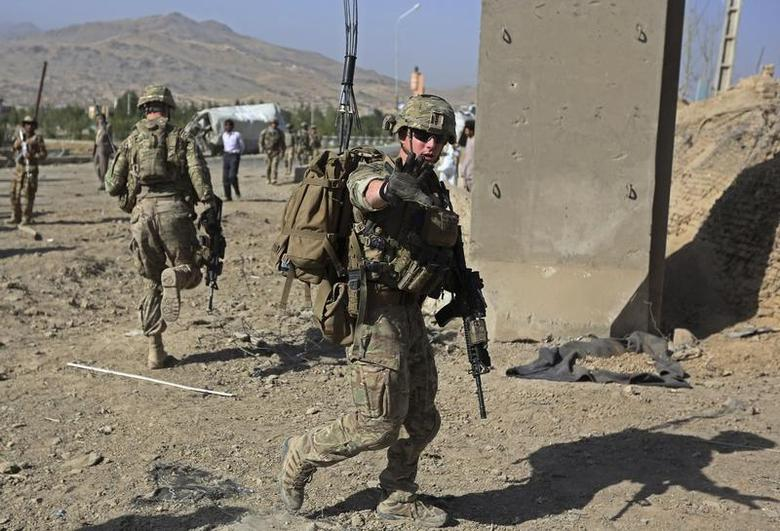 U.S. troops, part of the NATO-led International Security Assistance Force (ISAF), arrive at the site of a suicide attack in Maidan Shar, the capital of Wardak province, September 8, 2013. REUTERS/Omar Sobhani