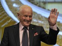 Barrick Gold Corporation Chairman Peter Munk waves during the annual general meeting of shareholders in Toronto May 2, 2012. REUTERS/ Mike Cassese