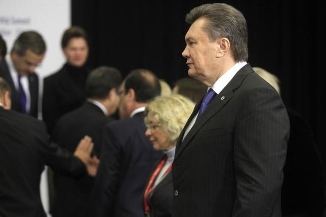 Ukraine's President Viktor Yanukovich (R) arrives for a family photo during the EU Eastern Partnership summit in Vilnius November 29, 2013. REUTERS/Ints Kalnins