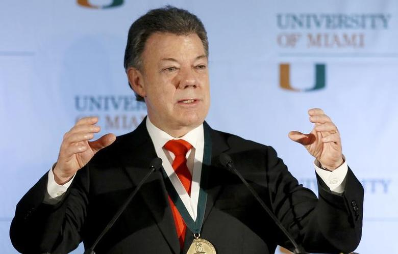 Colombia's President Juan Manuel Santos gestures as he addressed a gathering at the University of Miami in Coral Gables, Florida, December 2, 2013. REUTERS/Joe Skipper