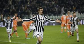 Juventus' Fernando Llorente celebrates after scoring against Udinese during their Italian Serie A soccer match at Juventus stadium in Turin December 1, 2013. REUTERS/Max Rossi