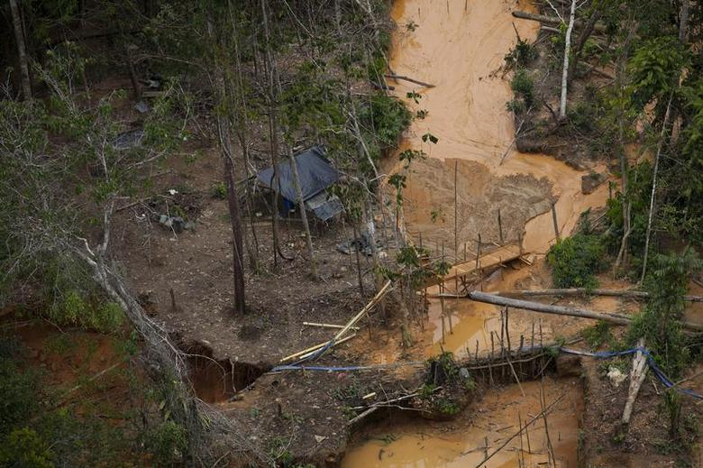 An aerial view of an illegal mining camp near Canaima National Park in Venezuela's southern Bolivar State August 17, 2010. REUTERS/Carlos Garcia Rawlins