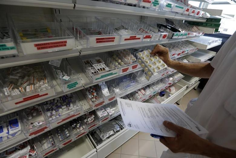 A pharmacist selects drugs for chemotherapy treatment in the pharmacy at Antoine-Lacassagne Cancer Centre in Nice October 18, 2012. REUTERS/Eric Gaillard