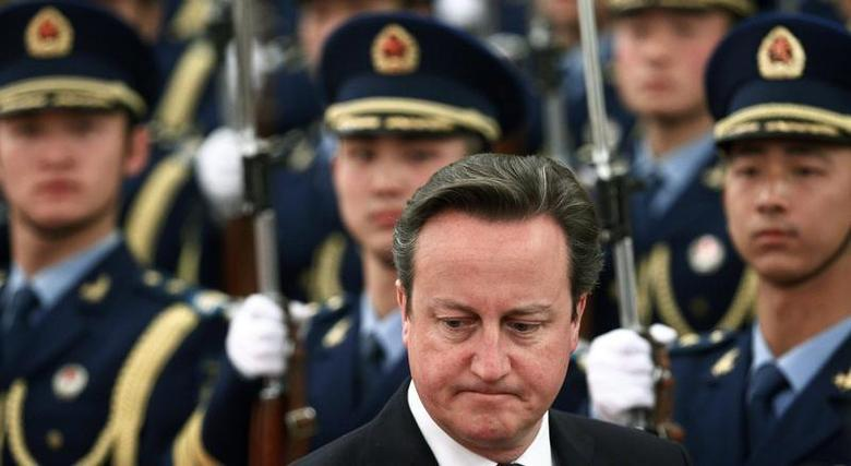 British Prime Minister David Cameron (C) inspects the guard of honour during an official welcoming ceremony at the Great Hall of the People in Beijing December 2, 2013. REUTERS/Petar Kujundzic
