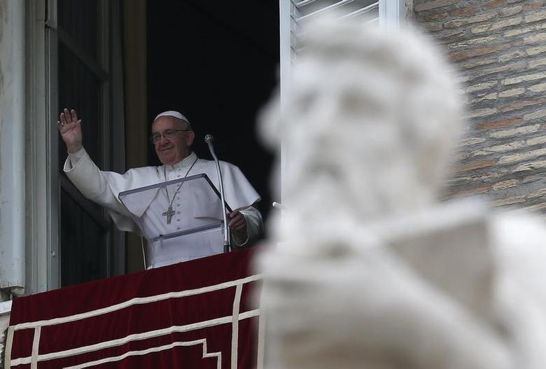 Pope Francis waves as he leads the Angelus prayer from the window of the Apostolic Palace in Saint Peter's Square at the Vatican December 1, 2013. REUTERS/Alessandro Bianchi