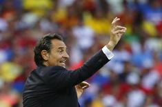 Italy's coach Cesare Prandelli gestures during their Confederations Cup semi-final soccer match against Spain at the Estadio Castelao in Fortaleza June 27, 2013. REUTERS/Kai Pfaffenbach