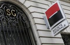 Société générale a annoncé mercredi accepter l'amende infligée par la Commission européenne pour entente illicite sur le marché des produits dérivés financiers. La banque ajoute que l'amende ne remet pas en cause ses objectifs. /Photo prise le 7 novembre 2013/REUTERS/ Jacky Naegelen
