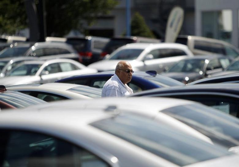 A potential car buyer looks at vehicles on a lot in Silver Spring, Maryland, September 1, 2009. REUTERS/Jason Reed
