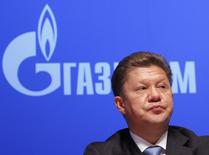 Глава Газпрома Алексей Миллер на собрании акционеров в Москве 29 июня 2012 года. Газовый долг Киева, чьё решение отвернуться от ЕС ради сотрудничества с Москвой вывело на улицы сотни тысяч возмущённых украинцев, вырос до $2,02 миллиарда, сообщил в среду Газпром. REUTERS/Maxim Shemetov