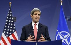 وزير الخارجية الامريكي جون كيري يتحدث في مؤتمر صحفي في بروكسل يوم الثلاثاء. تصوير: فرانسوا لينوار - رويترز