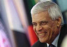 El secretario general de la Organización de Países Exportadores de Petróleo (OPEP), Abdullah al-Badri, sonríe en una conferencia de prensa tras la reunión del organismo en su sede de Viena, dic 4 2013. a OPEP acordó el miércoles mantener su cuota de producción en 30 millones de barriles por día durante la primera mitad del 2014 y volver a discutir los niveles en junio, tal como lo habían anticipado varios delegados. REUTERS/Heinz-Peter Bader