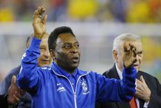 Soccer great Pele waves to the crowd before the international friendly soccer match between Brazil and Portugal in Foxborough, Massachusetts September 10, 2013. REUTERS/Brian Snyder