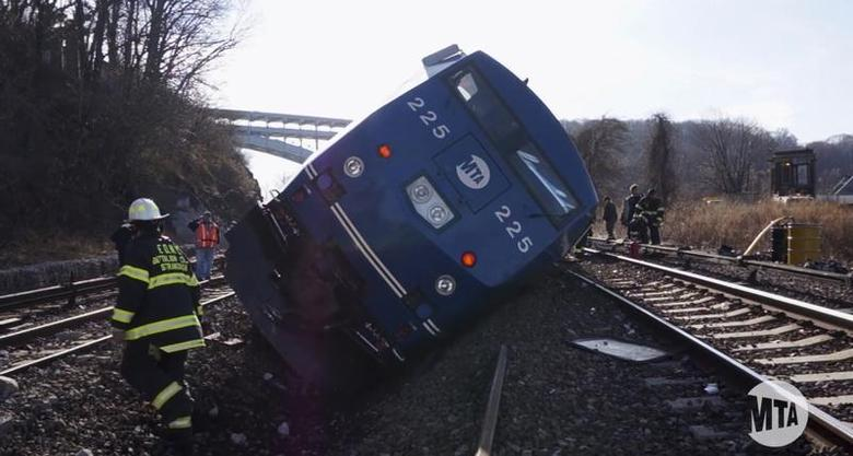A still image taken from a MTA (Metropolitan Transportation Authority) video shows Hudson Line derailment recovery operations in New York December 2, 2013. REUTERS/MTA/J.P. Chan/Handout