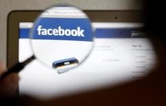 Deux millions de mots de passe utilisés sur des sites comme Facebook, Google, Twitter et Yahoo, qui avaient été volés à des utilisateurs à travers le monde, ont été retrouvés dans un serveur. /Photo d'archives/REUTERS/Thomas Hodel