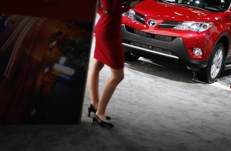 A model rocks her stilettos at the Toyota booth at the 2013 Los Angeles Auto Show in Los Angeles, California, November 21, 2013. REUTERS/Lucy Nicholson