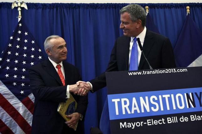 New York Mayor-elect Bill de Blasio (R) shakes hands with veteran police chief Bill Bratton, during a news conference in Brooklyn, New York, December 5, 2013. REUTERS/Eduardo Munoz