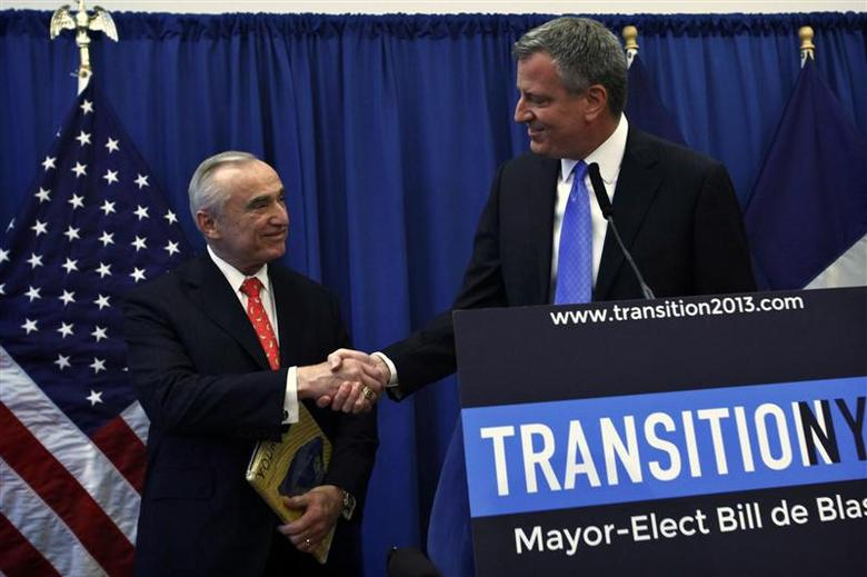 New York Mayor-elect Bill de Blasio (R) shakes hands with veteran police chief Bill Bratton, during a news conference in Brooklyn, New York, December 5, 2013. REUTERS/Eduardo Munoz
