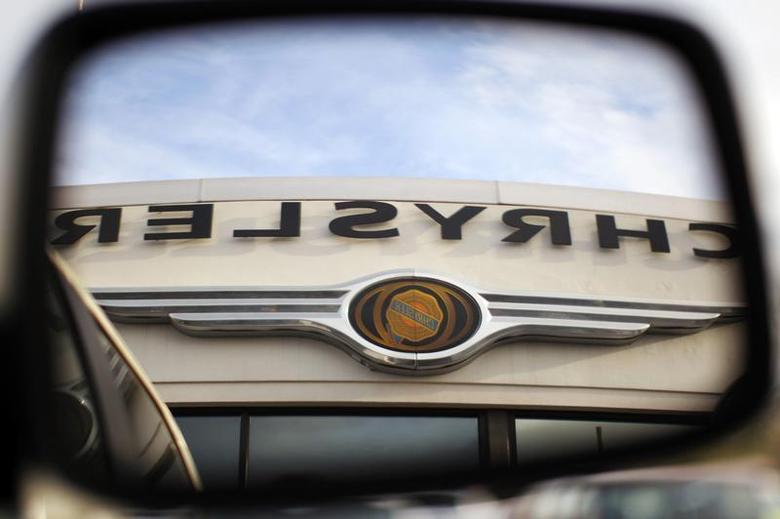 The Chrysler logo is reflected in the rear view mirror of a vehicle on the lot at Clark Chrysler Jeep Dodge dealership in Methuen, Massachusetts April 30, 2009. REUTERS/Brian Snyder