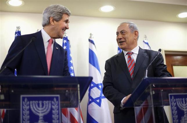 U.S. Secretary of State John Kerry (L) and Israeli Prime Minister Benjamin Netanyahu address a joint news conference at the Prime Minister's Office in Jerusalem, December 5, 2013. REUTERS/Pablo Martinez Monsivais/Pool