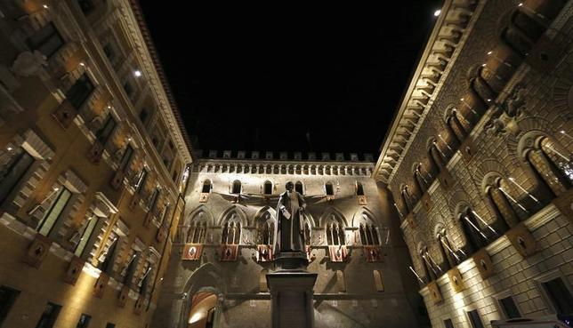 The Monte dei Paschi bank headquarters is pictured in Siena August 16, 2013. REUTERS/Stefano Rellandini