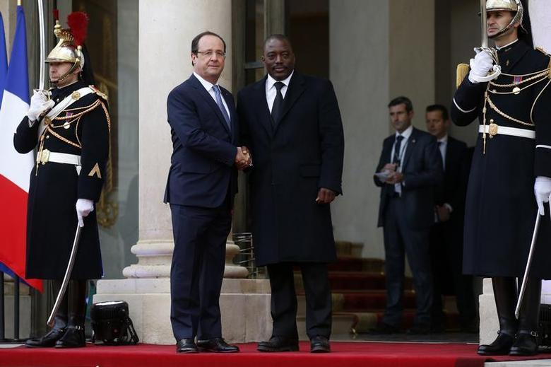 France's President Francois Hollande (L) greets Democratic Republic of Congo's President Joseph Kabila in the courtyard of the Elysee Palace at the start of the Elysee Summit for Peace and Security in Africa, in Paris, December 6, 2013. REUTERS/Benoit Tessier