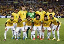 Seleção posa antes da final da Copa das Confederações contra a Espanha no Maracanã 30/6/2013 REUTERS/Marcos Brindicci
