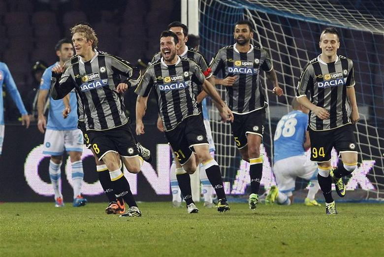 Udinese's Dusan Basta (L) celebrates with his team mates after scoring against Napoli during their Italian Serie A soccer match at San Paolo stadium in Naples December 7, 2013. REUTERS/Ciro De Luca