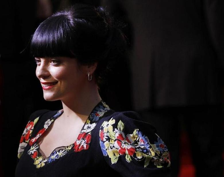 British singer Lily Allen poses as she arrives for the British premiere of Tamara Drew in Leicester Square, central London September 6, 2010. REUTERS/Andrew Winning
