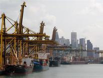 A Singapour. Alors que l'OMC a scellé samedi son premier accord sur le commerce mondial, la perspective de boucler d'ici deux ou trois mois un ambitieux Partenariat trans-Pacifique (TPP) liant 12 pays de la région Pacifique se précise, la volonté politique semblant désormais assez forte pour surmonter les obstacles techniques. /Photo d'archives/REUTERS/Vivek Prakash