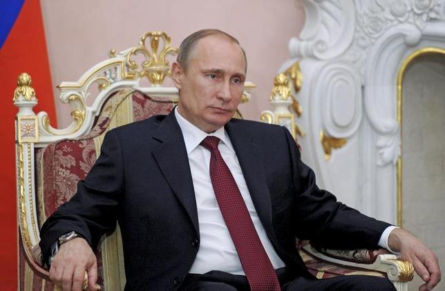 Russian President Vladimir Putin listens during his meeting with Armenian President Serge Sarksyan in Yerevan December 2, 2013. REUTERS/Aleksey Nikolskyi/RIA Novosti/Kremlin