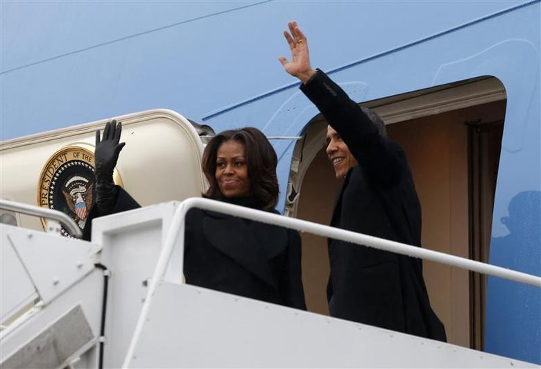 U.S. President Barack Obama and first lady Michelle Obama depart Joint Base Andrews in Washington en route to Johannesburg December 9, 2013. REUTERS/Kevin Lamarque