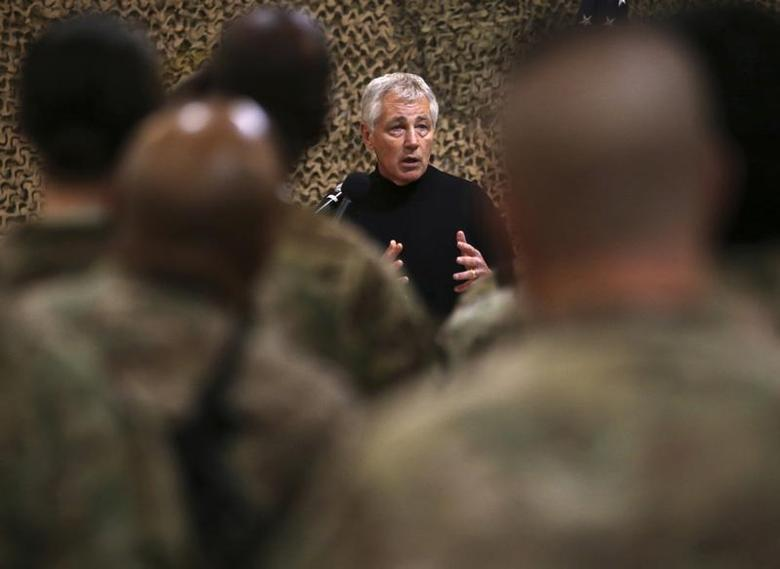 U.S. Secretary of Defense Chuck Hagel speaks to U.S. troops at the Kandahar Air Base, December 8, 2013. REUTERS/Mark Wilson/Pool