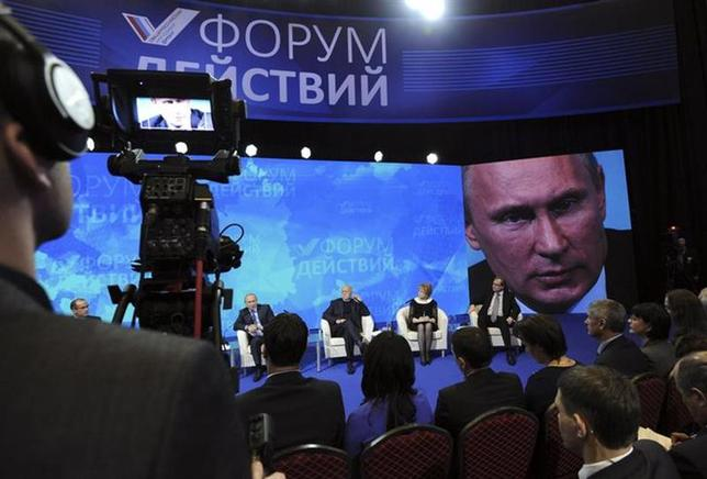Russian President Vladimir Putin (2nd L, back) answers a question during a meeting with members of the All-Russian People's Front group in Moscow December 5, 2013. REUTERS/Michael Klimentyev/RIA Novosti/Kremlin