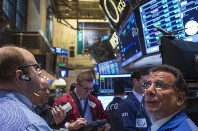 Traders work on the floor of the New York Stock Exchange December 9, 2013. REUTERS/Brendan McDermid