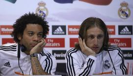 Real Madrid's Marcelo (L) and Luka Modric attend a news conference to discuss the draw for the 2014 World Cup at the Valdebebas training grounds, outside Madrid, December 8, 2013. REUTERS/Javier Barbancho