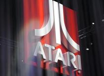 Atari a reçu le feu vert du tribunal des faillites de New York pour mettre en oeuvre la réorganisation de ses filiales américaines. L'éditeur de jeux vidéo précise dans un communiqué que son plan de réorganisation prévoit que la société conservera certains actifs jugés essentiels, comme la marque Atari ainsi que les franchises Test Drive Unlimited, v-Rally et Alone in the Dark. /Photo d'archives/REUTERS/Phil McCarten
