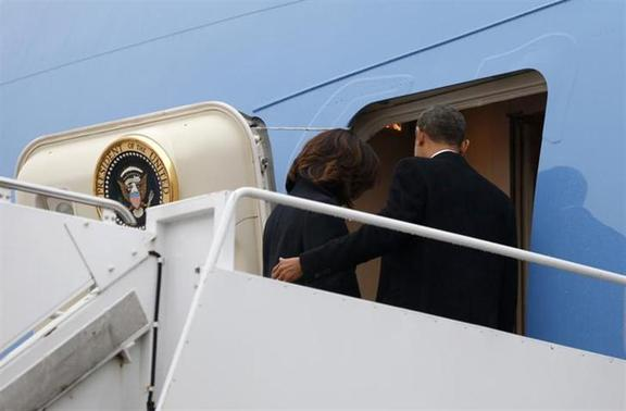 U.S. President Barack Obama and first lady Michelle Obama depart Joint Base Andrews aboard Air Force One in Washington en route to Johannesburg December 9, 2013. REUTERS/Kevin Lamarque