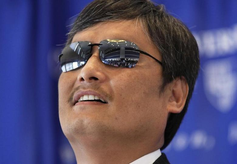Chinese dissident Chen Guangcheng speaks at a news conference at the National Press Club in Washington October 2, 2013. REUTERS/Yuri Gripas