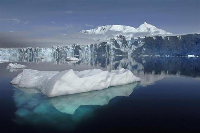 12月9日、南極で過去、セ氏マイナス93度が観測されていたことが分かり、最低気温の記録を更新した。提供写真(2013年 ロイター/NASA/British Antarctic Survey)