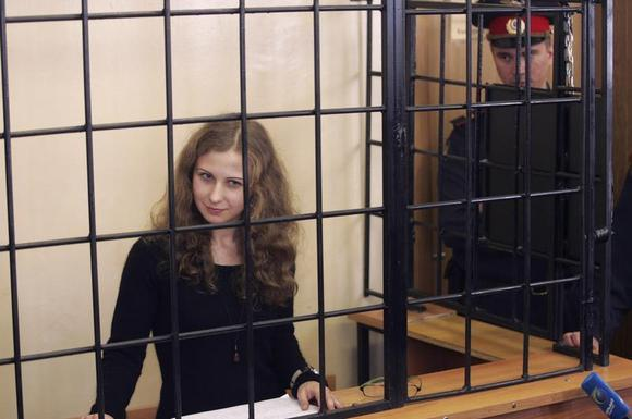 Maria Alyokhina, jailed member of Russian punk band Pussy Riot, looks out from a defendants' box as she attends a court hearing in Nizhny Novgorod, October 18, 2013. REUTERS/Roman Yarovitsyn
