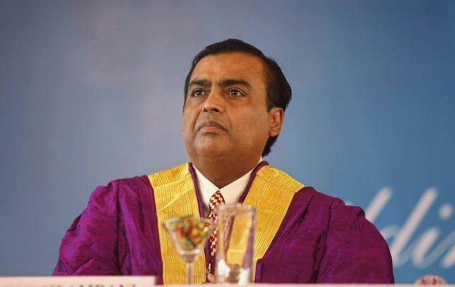 Mukesh Ambani, chairman of Reliance Industries Ltd., attends a convocation ceremony at Pandit Deendayal Petroleum University (PDPU), a school of petroleum management, at Gandhinagar in the western Indian state of Gujarat October 19, 2013. REUTERS/Amit Dave