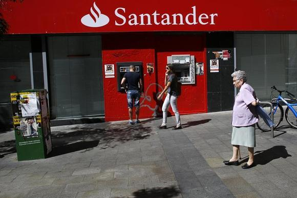 A man uses an ATM machine at a Santander bank branch in Madrid September 16, 2013. REUTERS/Juan Medina