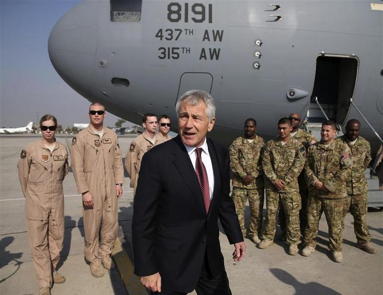 U.S. Secretary of Defense Chuck Hagel stands with U.S. troops before departing from Islamabad International Airport December 9, 2013. REUTERS/Mark Wilson/Pool