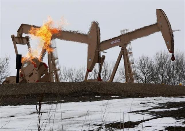 12月10日、米EIAは2014年の天然ガス生産量について、過去最高が見込まれている今年からさらに1.4%増加するとの見通しを示した。写真はノースダコタ州で3月撮影(2013年 ロイター/Shannon Stapleton)