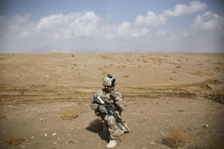 A U.S. Army soldier with Charlie Company, 36th Infantry Regiment, 1st Armored Division sets up at a supportive position during a mission near Command Outpost Pa'in Kalay in Maiwand District, Kandahar Province, February 3, 2013. REUTERS/Andrew Burton