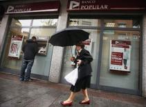Banco Popular a annoncé mercredi un projet d'augmentation de capital d'un montant allant jusqu'à 450 millions d'euros, dont le produit servira à renforcer ses fonds propres et à financer l'acquisition d'une participation dans le groupe financier mexicain BX. /Photo d'archives/REUTERS/Sergio Perez