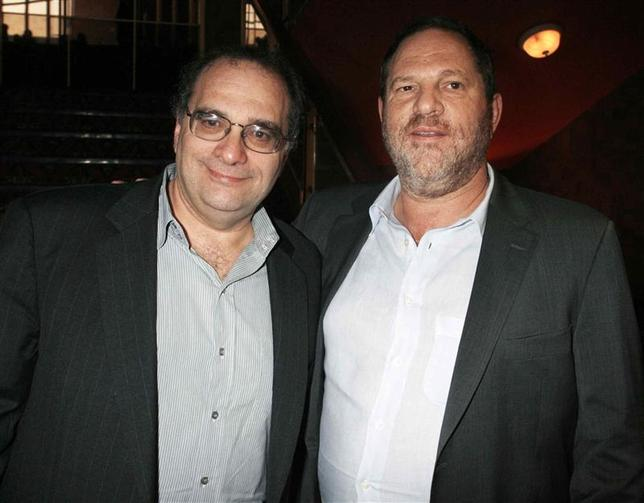 Bob Weinstein (L) and his brother Harvey Weinstein, the founders of The Weinstein Co., pose at the premiere of the film ''1408'' in Los Angeles, California in this file photo taken June 12, 2007. REUTERS/Fred Prouser