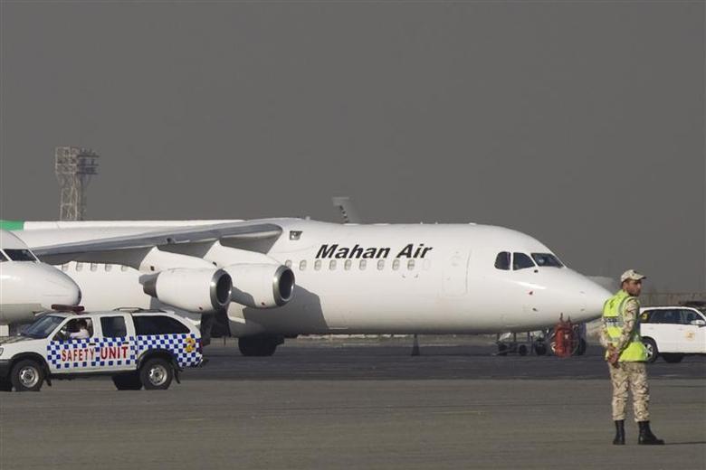 An Iranian airline Mahan Air plane at Tehran's Mehrabad airport, September 19, 2011. REUTERS/Morteza Nikoubazl