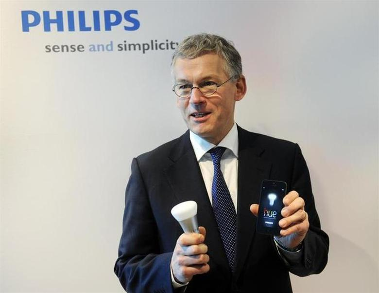 Philips Electronics Chief Executive Frans van Houten shows a LED bulb which can be controlled directly from an iOS or Android device, during the presentation of the 2012 full-year results in Amsterdam January 29, 2013 file photo. REUTERS/Toussaint Kluiters/United Photos