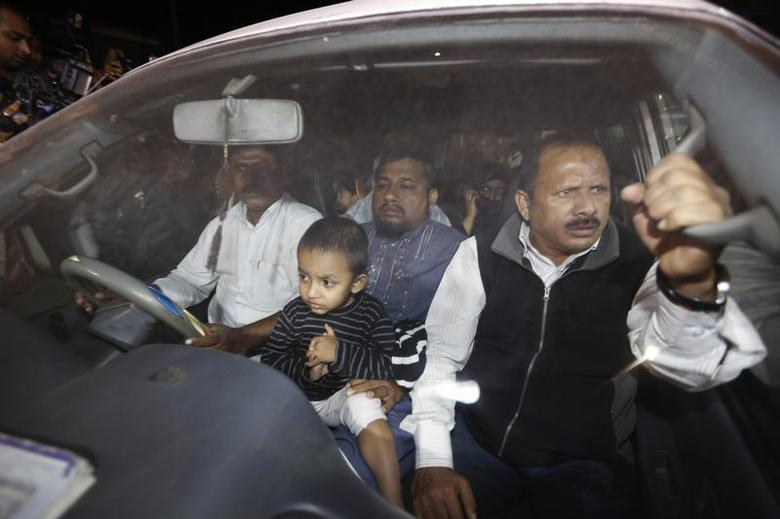Relatives of Islamist leader Abdul Quader Mollah seated in a vehicle come out of Dhaka Central Jail after meeting him in Dhaka December 10, 2013. REUTERS/Andrew Biraj